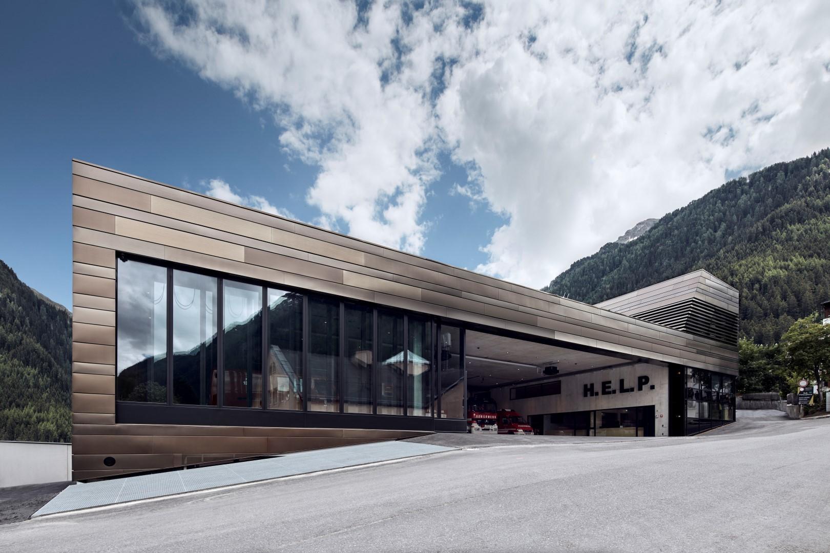 HFX Edelstahl elektrogefärbt für eindrucksvolle Fassade in Ischgl