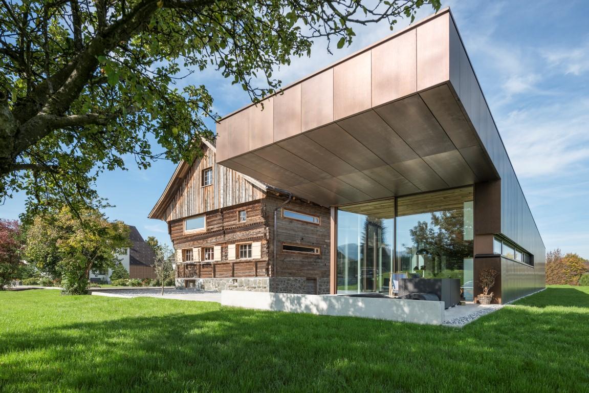 Roofinox Dura für die Sanierung eines Einfamilienhaus und modernem Anbau für höchste Langlebigkeit